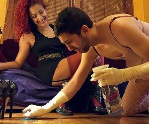 Enfermera masturbación con parejas desnudas en playas la mano: pies en la cara