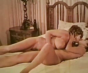Masturbación con la mano por la mujeres tetonas desnudas en la playa tetona amateur MILF en la caliente amateur porno