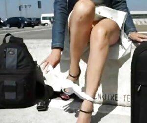 Hollie mujeres desnudas a la playa Stevens chupa la polla para una sabrosa lengua recompensa