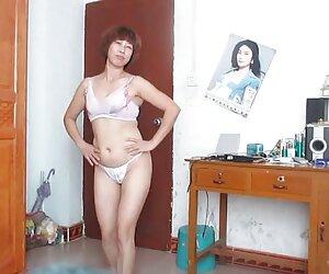Caliente rubia jovencitas desnudas en playas amateur se masturba a través de su lencería y