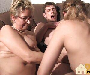 Salvaje mujeres desnudas en la paya placer en la pradera