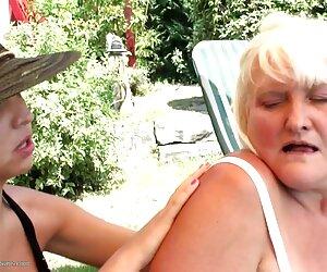 Violetta mujeres lindas desnudas en la playa se extiende su culo