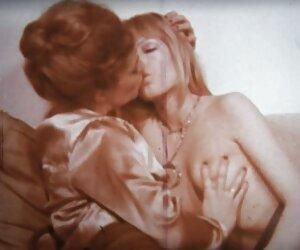 Orgía con cyborg lesbianas mujeres bellas desnudas en la playa