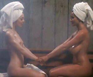 18 años de edad, ébano adolescente con un mujeres nudistas en la playa botín en POV video