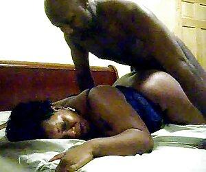 Marido compartiendo su esposa modelos desnudas playa