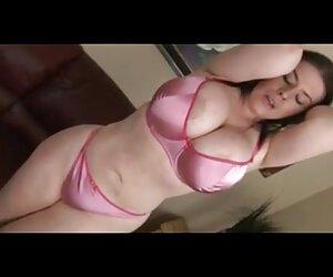Poco mujeres desnudas a la playa Asain niñas obtener sus pezones atados y fijados juntos.