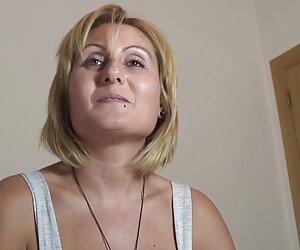Caliente videos mujeres desnudas en la playa rubia puta consigue su coño jodido